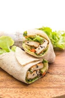 Tofu salat rolle wickeln