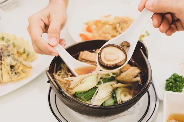 Tofu-suppe lecker und gesund japanisches essen.