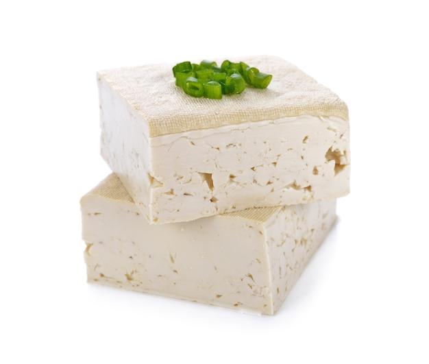 Tofukäse auf weiß