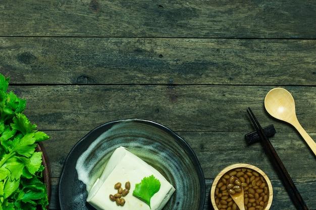 Tofunahrungsmittel vom antioxidativen hintergrund des gesunden lebensmittels der sojabohne und des selleries
