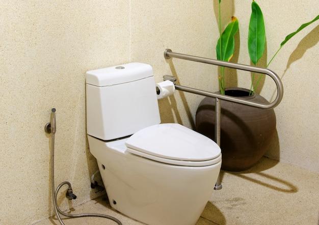 Toilette spülen