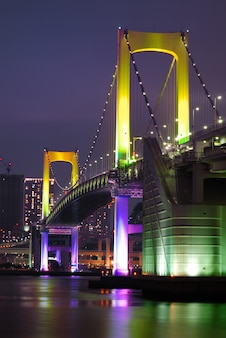 Tokio regenbogenbrücke vertikal