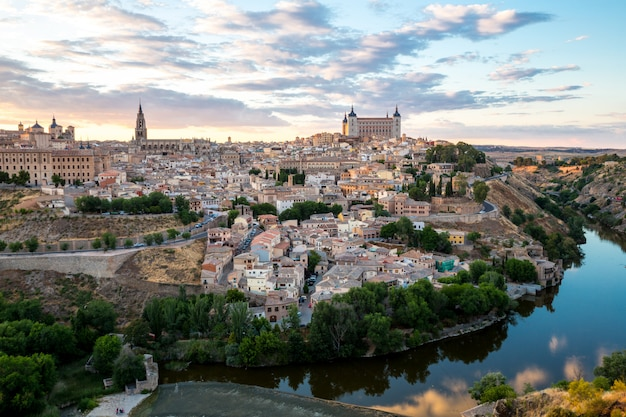 Toledo in der abenddämmerung spanien