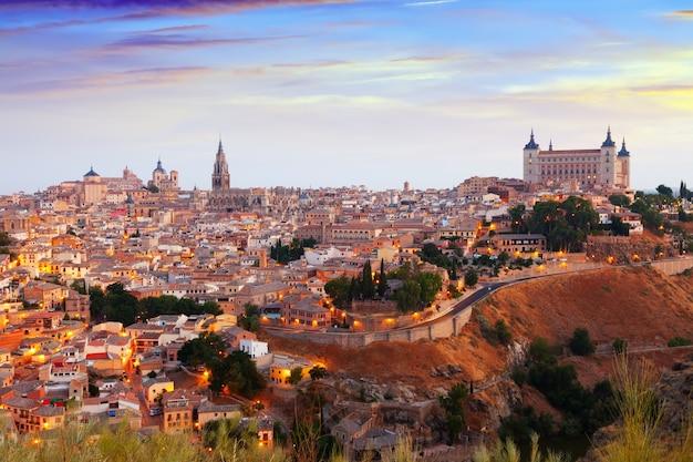 Toledo vom hügel im sommermorgen