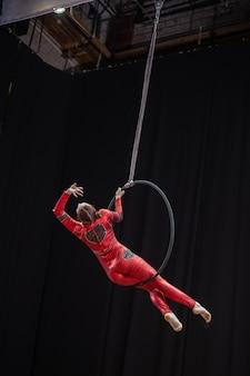 Toljatti, russland - 25. juli 2021: luftgymnastikwettbewerb unter mädchen.