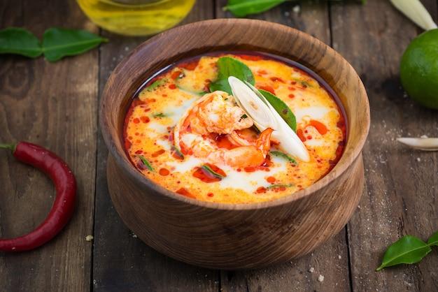 Tom yam goong thailändisches essen