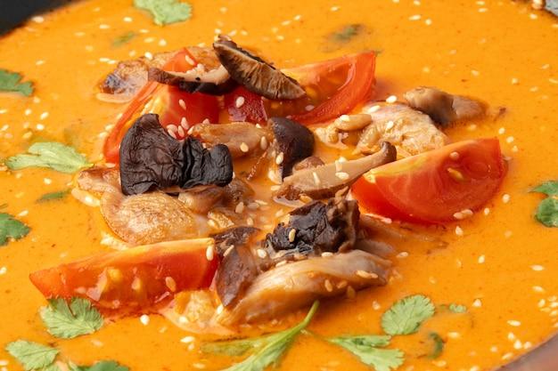 Tom yam thailändische suppe nahaufnahme foto