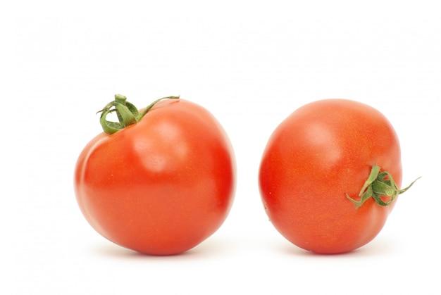 Tomaten auf weißer wand
