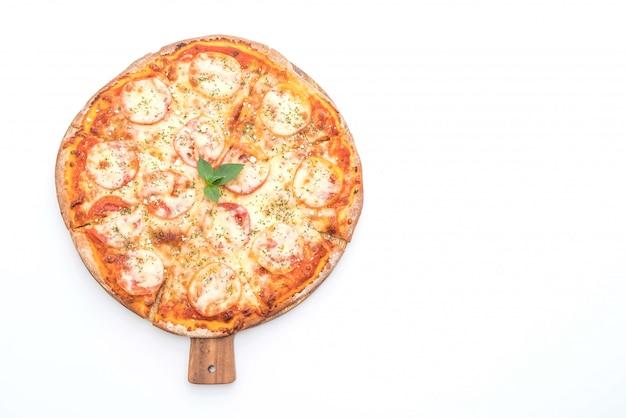 Tomaten pizza isoliert auf weißem hintergrund