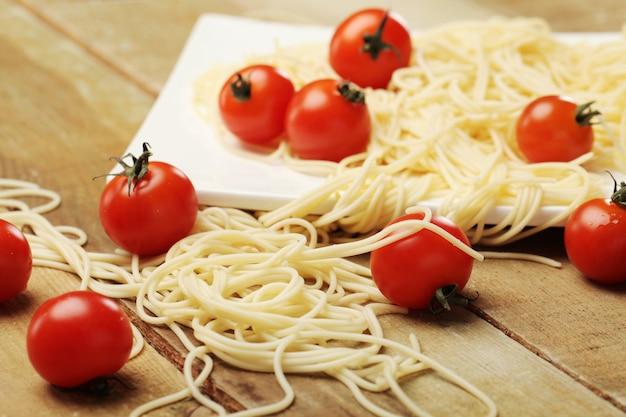 Tomaten und spaghetti