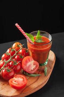 Tomatensaft mit tomaten