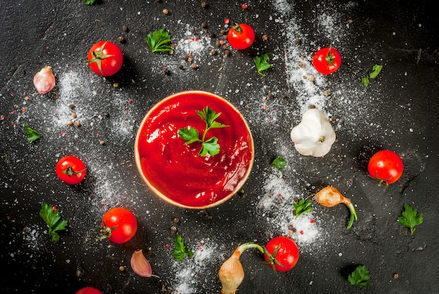 Tomatensauce oder ketchup mit zutaten