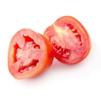 Tomatenscheibe lokalisiert über weißem hintergrund