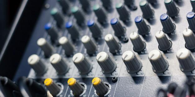 Tonmeister im aufnahmestudio