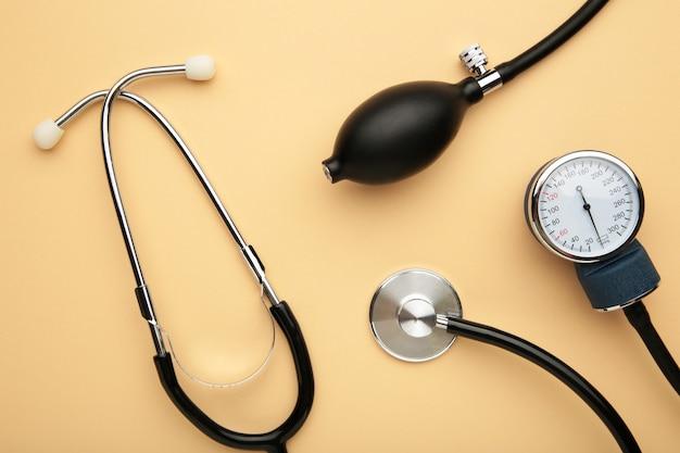 Tonometer-gesundheitsausrüstung und stethoskop