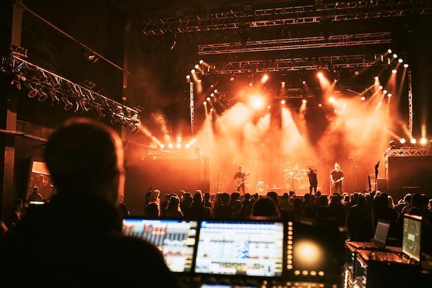 Tontechniker bei einem live-konzert