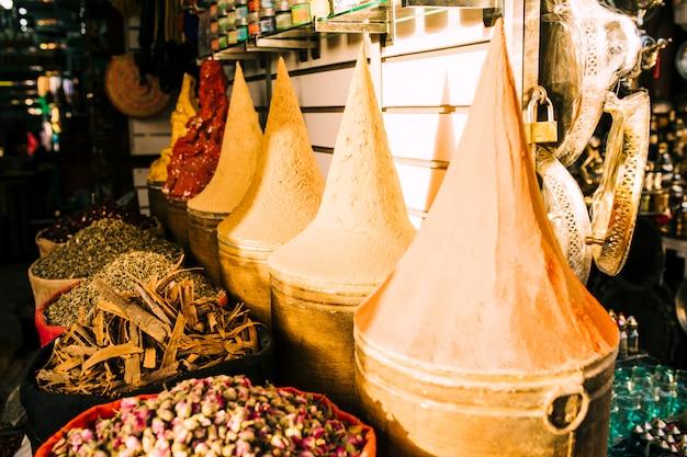 Tontöpfe auf dem markt in marokko