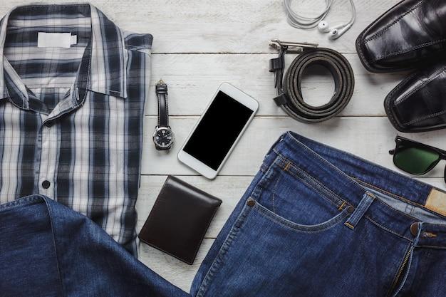 Top-ansicht-accessoires, um mit mann-kleidung-konzept zu reisen. hemd,