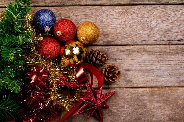 Top blick auf bunte weihnachtsdekoration