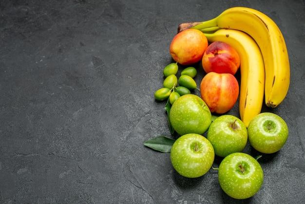 Top nahaufnahme früchte auf dem tisch die appetitlichen nektarinen äpfel bananen zitrusfrüchte