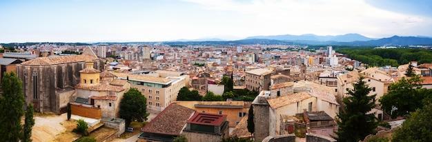 Top panoramablick auf die europäische stadt. girona