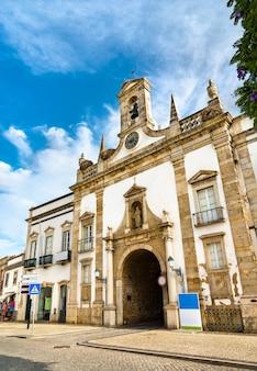 Tor arco da vila in faro - algarve, portugal
