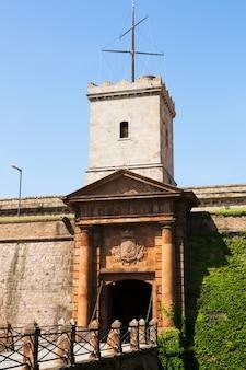Tor von castell de montjuic in barcelona