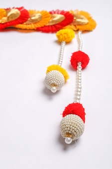 Toran ein traditionelles hängen, das in indischen haushalten bei festlichen anlässen zu sehen ist