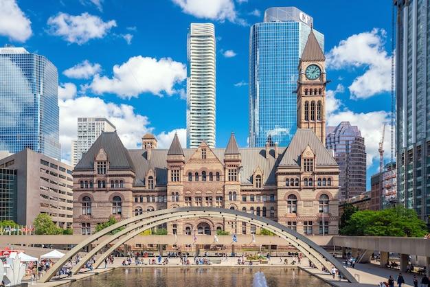 Toronto, kanada - 15. september 2019: toronto city hall und nathan phillips square in der innenstadt von toronto, kanada