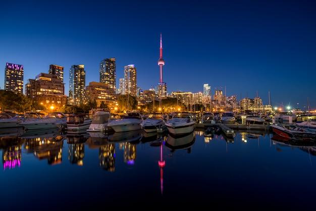 Toronto-stadtskyline nachts, ontario, kanada