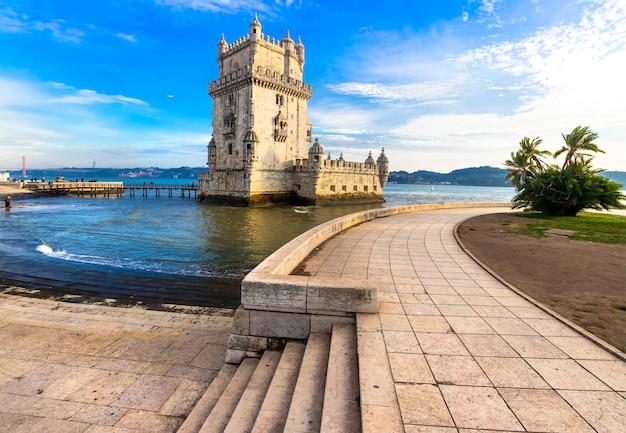 Torre von belem - berühmtes wahrzeichen von lissabon, portugal Premium Fotos