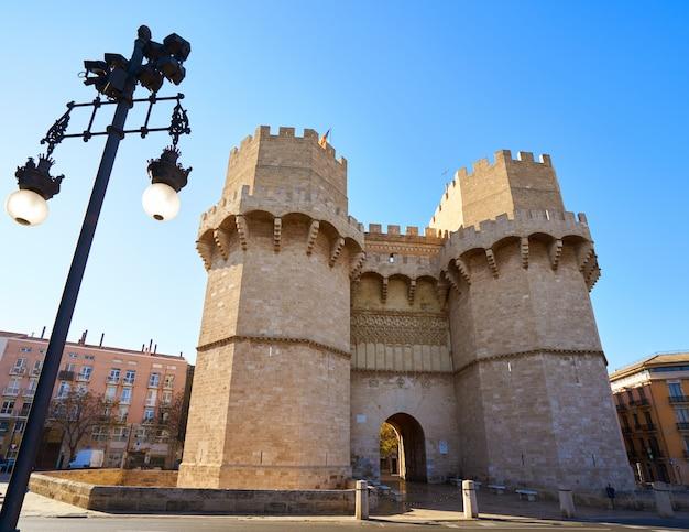 Torres de serrano ragt in valencia hoch