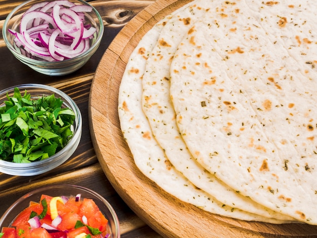 Tortilla mit zutatenmischung