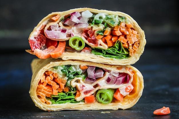 Tortilla oder burrito wrap füllung gemüse