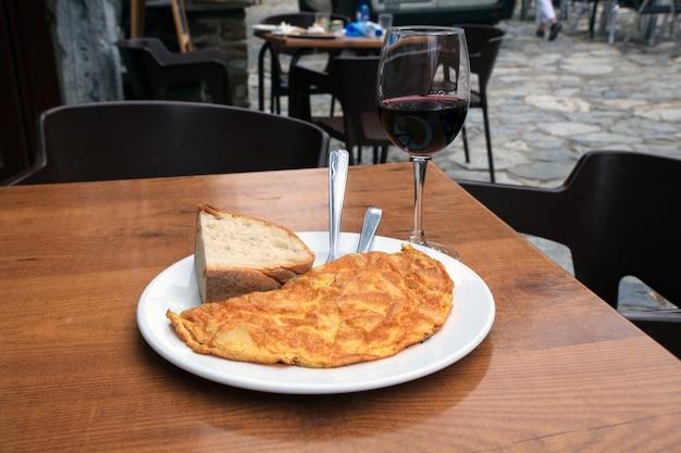 Tortilla, typisch spanisches essen