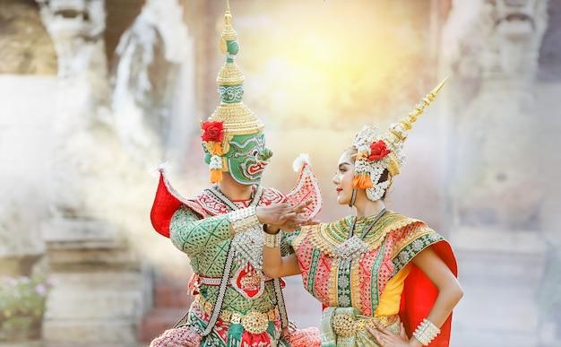 Tosakan (ravana) und mandodari, thailändischer klassischer maskentanz des ramayana epic e