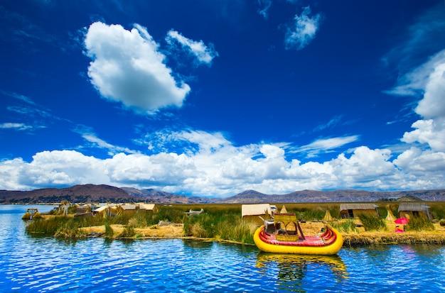 Totora-boot auf dem titicaca-see