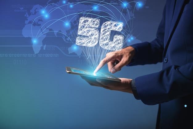 Touchscreen-gerät zum herstellen einer verbindung zum globalen internet