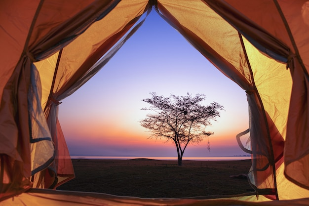 Tourismus- und campingkonzept.