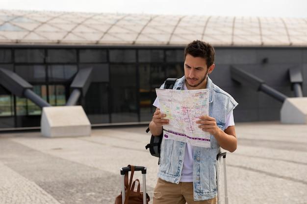 Tourist auf der karte