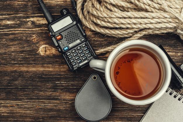 Tourist mit walkie-talkie eingestellt