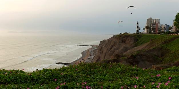 Touristen gleitschirmfliegen, av de la aviacion, miraflores bezirk, provinz lima, peru