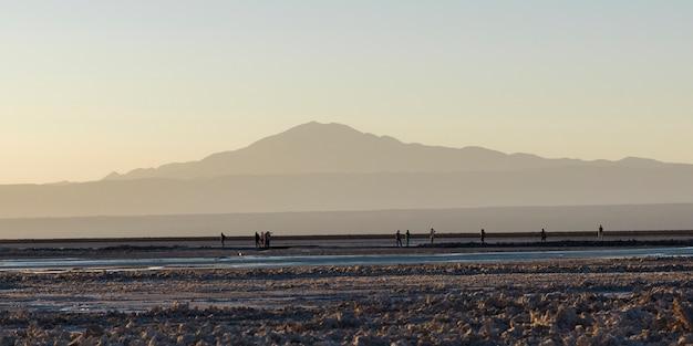 Touristen in chaxa lagune, los flamencos national reserve, san pedro de atacama, provinz el loa, ant