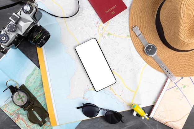Touristenplanung mit karte, flach gelegt