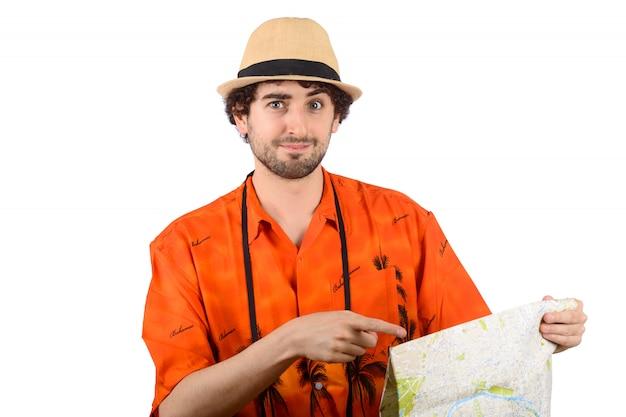 Touristischer mann mit einem stadtplan