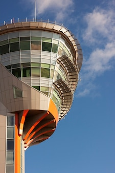 Tower kontrollzentrum des flughafens Premium Fotos
