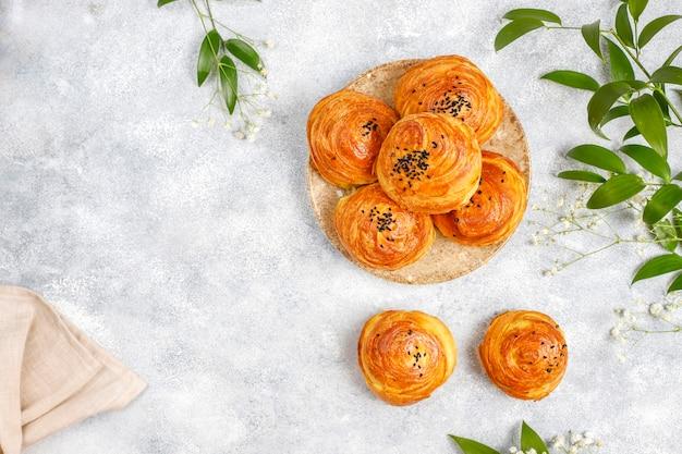 Traditionelle aserbaidschanische feiertage novruz süßigkeiten qogals.