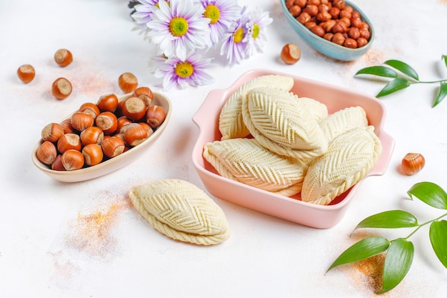 Traditionelle aserbaidschanische feiertage novruz süßigkeiten shekerburas.