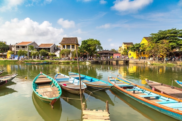Traditionelle boote in hoi an, vietnam