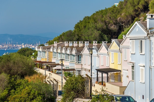 Traditionelle britische häuser in der stadt gibraltar